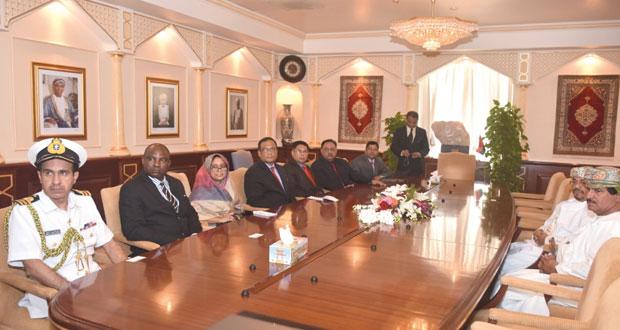 وفد كلية الدفاع الوطني ببنجلاديش يزور جامعة السلطان قابوس