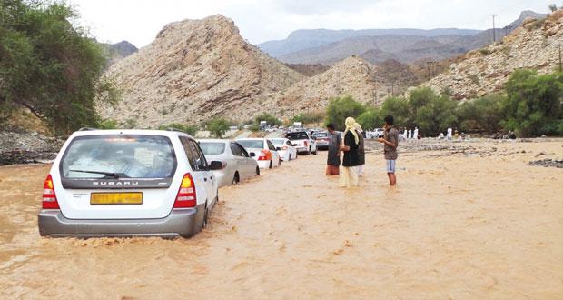 هطول أمطار غزيرة على قرى وادي بني غافر بولاية الرستاق