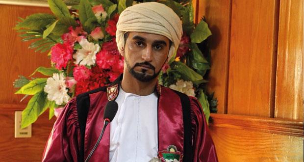 أصغر باحث خليجي يحصل على الدكتوراه في القانون من جامعة طنطا بمصر