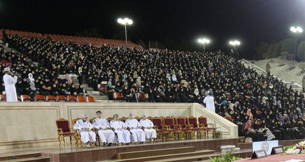 رئيس جامعة السلطان قابوس يلتقي بطلبة الدفعة الثلاثين وأولياء أمورهم