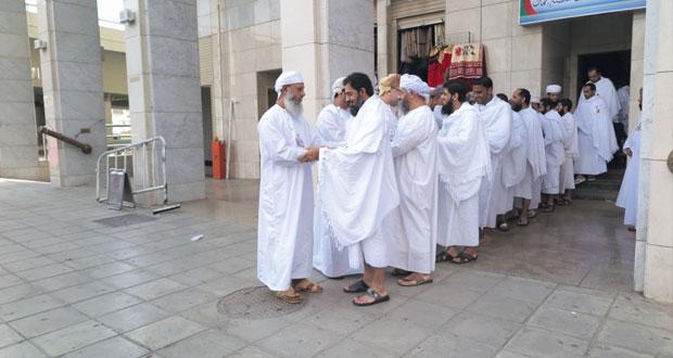 إصابتان طفيفتان لحاجين عمانيين في حادث الحرم والفوج الأول للبعثة يصل مكة المكرمة
