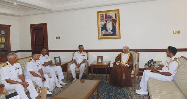 """نائب محافظ مسقط يستقبل قائد السفينة الهندية """"دلهي"""""""
