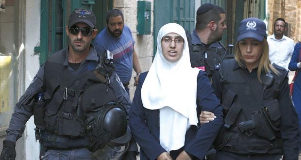 جيش الاحتلال يعسكر القدس والمستوطنون يقتحمون باحات الأقصى في حمايته
