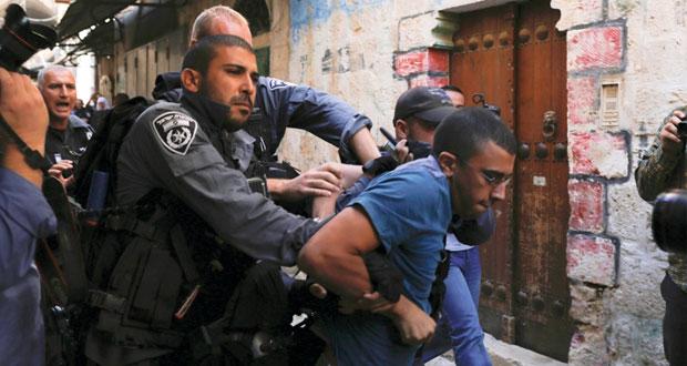 قوات الاحتلال تقتحم باحات (الأقصى) والمرابطون يتصدون بالحجارة