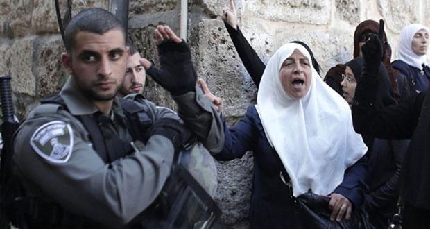 الاحتلال يواصل منع دخول عشرات الفلسطينيات للأقصى ويحمي مستوطنيه بكاميرات متنقلة