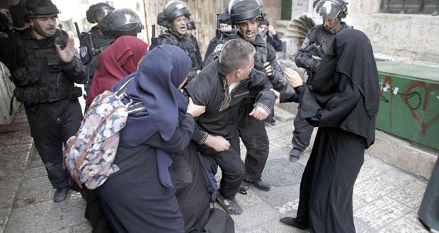 الاحتلال يجدد عدوانه على الأقصى ويستهدف مرابطيه بالرصاص والغاز
