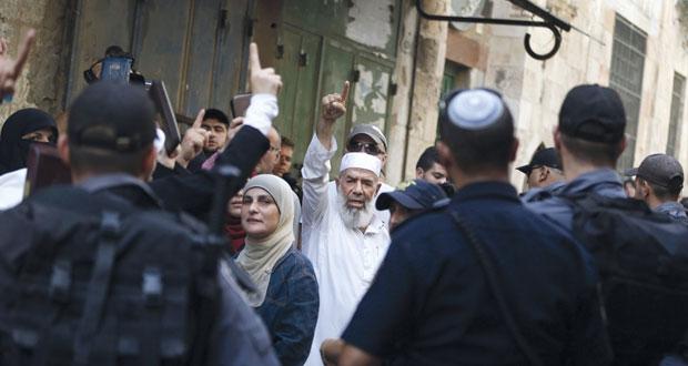 إصابة عشرات المقدسيين بمواجهات مع الاحتلال.. ومطالبات بالتحرر من قيود (أوسلو)