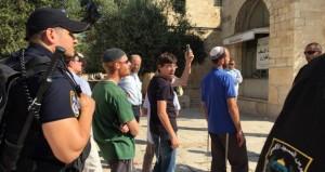 الاحتلال يواصل منع الفلسطينيات من دخول الأقصى ويؤمن اقتحامات قطعان المستوطنين