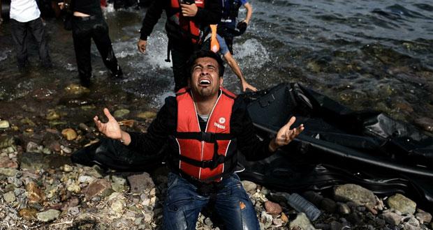 اللاجئون: مقتل 17 سوريا بينهم امرأة و5 أطفال إثر غرق مركب قبالة تركيا