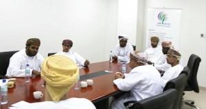 جامعة ظفار ومجمع السلطان قابوس بصلالة يبحثان آفاق التعاون في الأنشطة الشبابية