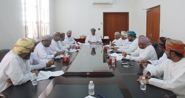 اللجنة الرئيسية لمسابقة الأندية للإبداع الشبابي تنفذ برنامجاً تعريفياً في شمال الباطنة
