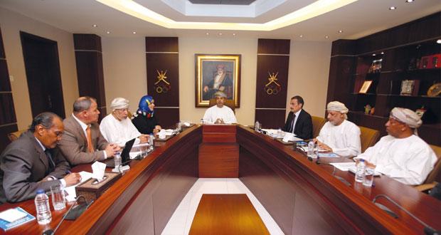 لجنة التخطيط والمتابعة بالأولمبية العمانية تناقش استعدادات منتخباتنا للألعاب الخليجية الثانية