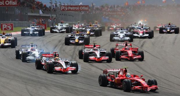 في منافسات فورمولا1 .. روزبرج يرفض اتهامه بمساعدة هاميلتون على تحقيق الفوز