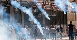 اشتباكات (الأقصى) تمتد للضفة والاحتلال يقمع بالرصاص والغاز