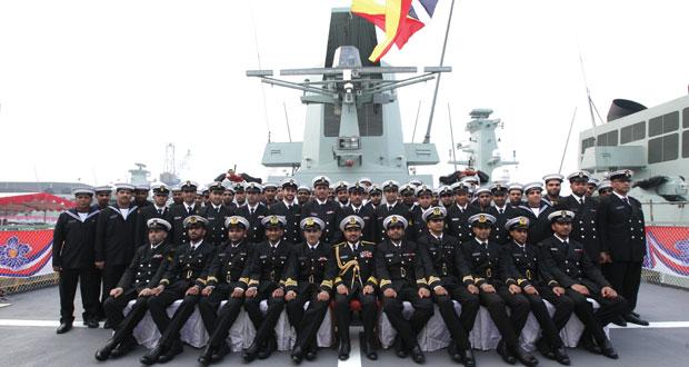 البحرية السلطانية العمانية تستلم سفينتها (شناص) وتدشن السفينة (سدح)