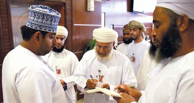 بعثة الحج العمانية تواصل استقبال الحجاج بالمدينة المنورة والإشراف على الحملات