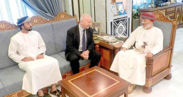 محافظ ظفار يستقبل الرئيس التنفيذي لمؤسسة أوتورد باوند عمان