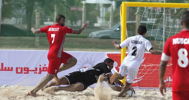 اليوم.. إسدال الستار على أول بطولة شاطئية في كرة القدم بصلالة