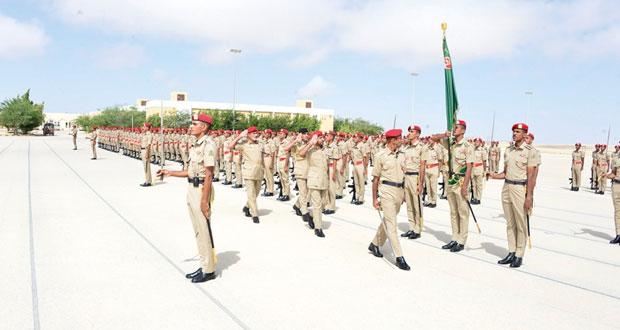 الجيش السلطاني العماني يحتفل بتخريج دورة ضباط الخدمة المحدودة