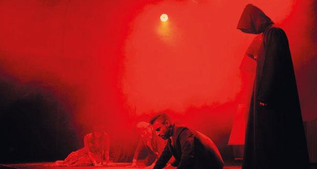 """فنانو السلطنة يقدمون """"رؤيا فلسفية"""" في قالب مسرحي متنوع"""