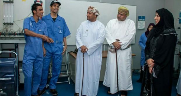 """""""العمانية للغاز الطبيعي المسال"""" تمول تجهيز مختبر النفط والغاز بالكلية التقنية بنزوى"""