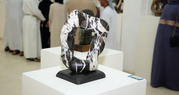 """""""التراث والثقافة"""" تسدل الستار على معرض """"الأعمال الفنية الصغيرة"""" 2015م"""