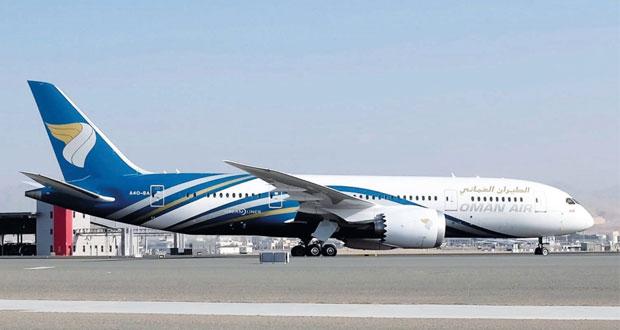 الطيران العماني يتسلم طائرة دريملاينر 787