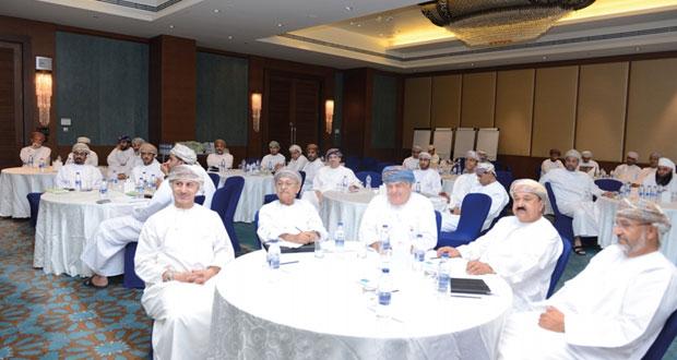 التعمين وقانون غرفة تجارة وصناعة عمان في لقاء موسع مع رجال الأعمال