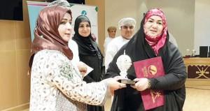 رئيسة الهيئة العامة للصناعات الحرفية ترعى الاحتفال بيوم المرأة العمانية بالمعهد العالي للقضاء بنزوى