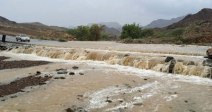 هطول أمطار غزيرة على قرى ولايتي الرستاق والعوابي