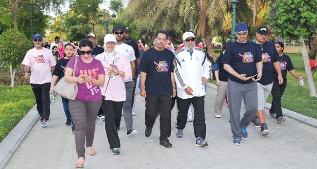 وزير الإعلام يرعى سباق المشي السنوي الثاني عشر