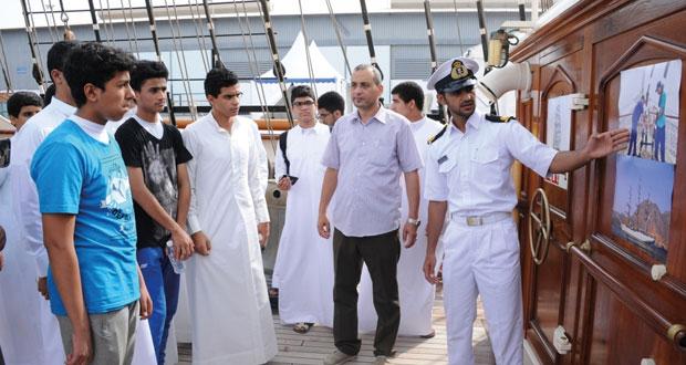 سفينة (شباب عمان الثانية ) تواصل مهمتها في رحلة (شراع التعاون 2015)