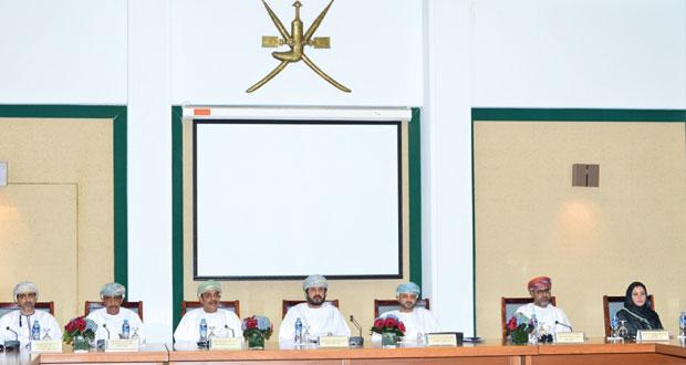 وزير الخدمة المدنية يفتتح برنامج المرتكزات والمبادئ الموجهة لسياسة الدولة