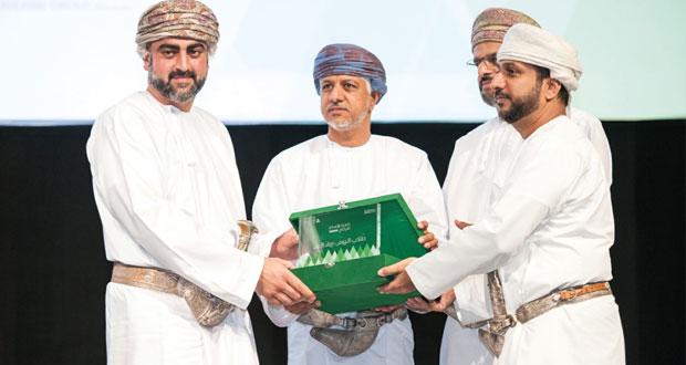 """تيمور بن أسعد يتوج """" يوريكا """" لحصولها على جائزة أفضل شركة طلابية لعام 2015م"""