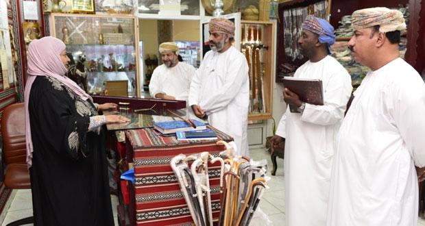 تقييم المشاريع الحرفية المتنافسة في مسابقة السلطان قابوس للإجادة الحرفية