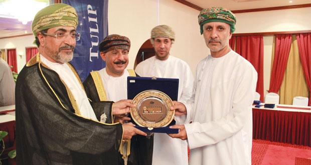 وزير السياحة يرعى اختتام المعرض الخليجي للطوابع