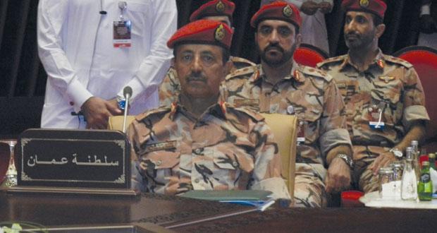 رئيس أركان قوات السلطان المسلحة يشارك في اجتماع اللجنة العسكرية العليا بالدوحة