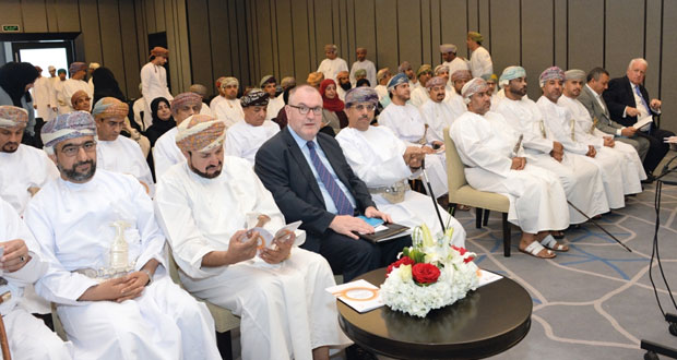 وزير الإعلام يفتتح أعمال المرحلة الأولى من البرنامج التدريبي (مهارات التعامل مع وسائل الإعلام )