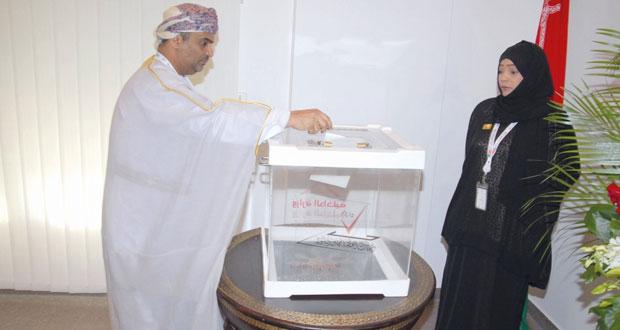 الناخبون العمانيون المقيمون بدول المجلس يدلون بأصواتهم لاختيار ممثليهم في مجلس الشورى للفترة الثامنة