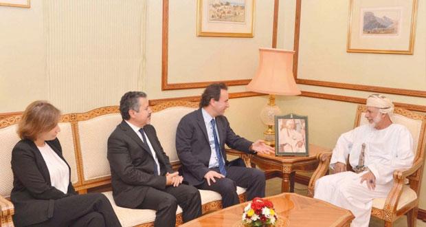 الوزير المسؤول عن الشوؤن الخارجية يستقبل رئيس الائتلاف السوري