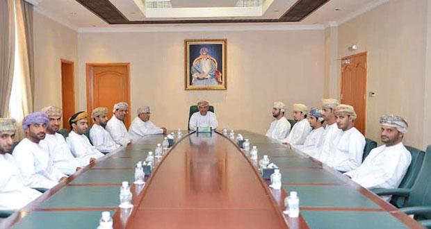المدعي العام يسلم الشهادات على المشاركين في برنامج التدريب العملي لمعاوني الادعاء العام