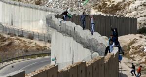 الاحتلال يصعد حملته العدوانية بالضفة والقدس ويعتقل عشرات الفلسطينيين