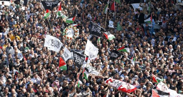 استشهاد فلسطيني على حاجز للاحتلال بمزاعم محاولة الطعن وحملة إسرائيلية على (الضفة)