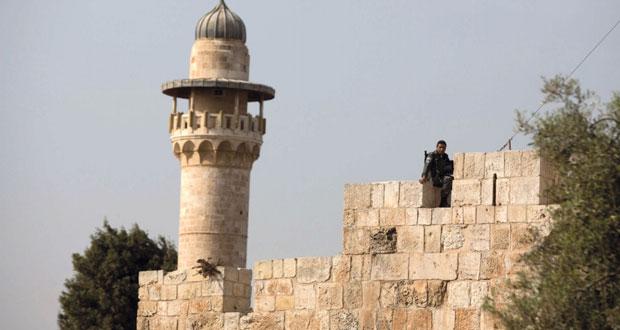 انتشار عسكري إسرائيلي مكثف بمحيط الأقصى ومستوطنون يقتحمون باحاته