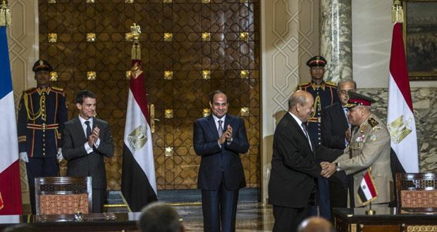 مصر توقع عقد شراء حاملتي المروحيات ميسترال من فرنسا