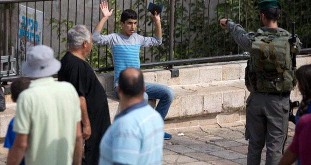 المقدسيون يتصدون لـ (عسكرة القدس) وميليشيات مستوطنين تقتحم (الأقصى)