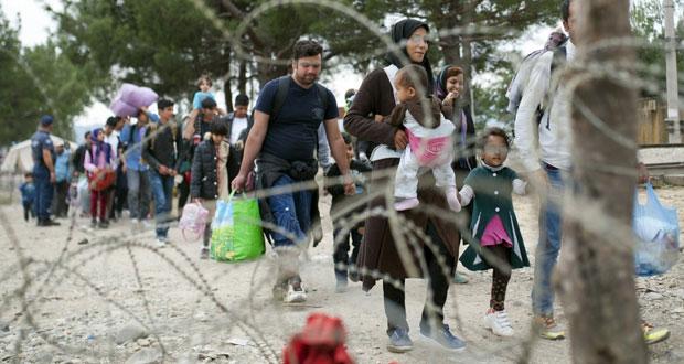 أوروبا تبدأ عملية عسكرية ضد مهربي اللاجئين وتباشر توزيعهم غدا