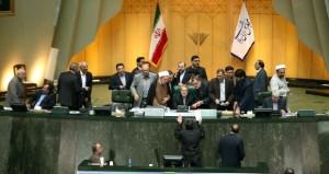 إيران: مجلس الشورى يصادق على الاتفاق النووي ويحدد الضوابط