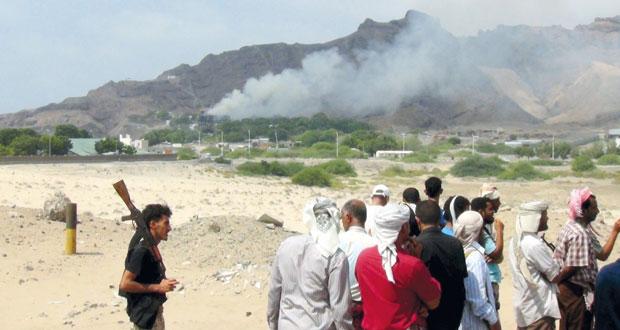 اليمن: بحاح ينجو من تفجير و15 قتيلا بينهم جنود من التحالف .. وداعش يتبنى