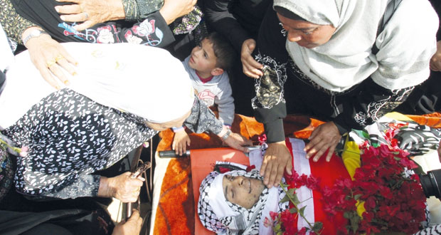 الفلسطينيون يستقبلون شهيدين جديدين والمواجهات مع الاحتلال تتسع
